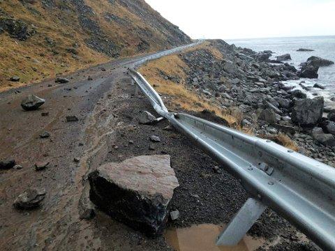 MYRLANDSVEIEN SØNDAG: Raset gikk 188 meter fra veibanen. Den største steinen kan ha vært på mellom 15 og 20 tonn, ifølge kontrollingeniør Allan Lorentzen i Statens vegvesen.