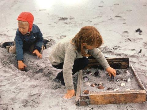 Barn leker skjellfjøs, Karlsøy 1972