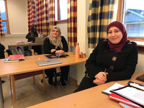 Butera, Razan og Rashan lærer norsk på Leknes.