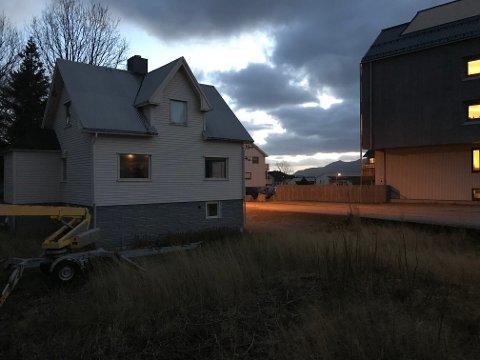 Grunneieren og entreprenøren planlegger fire etasjer med leiligheter i Sjøveien 2.