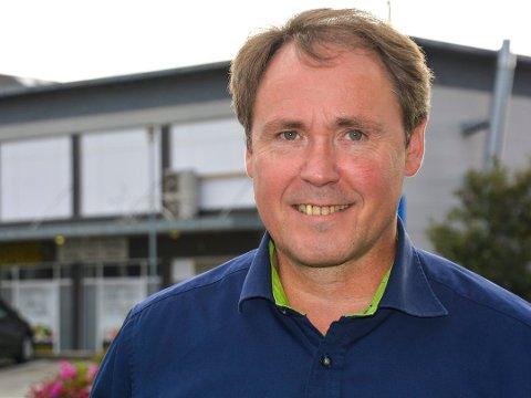Hos daglig leder Gunnar Olsen i Elkjøp Leknes går handelen godt til tross for tiltak mot coronaviruset.