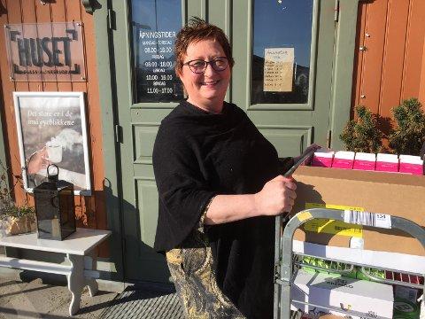 May Britt Nerland og Huset har utsatt utvidelsen av kafeén i ett år.