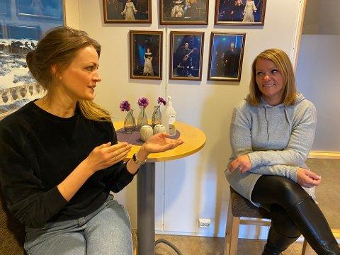 Kommuneoverlege Eva Muriel Kibsgaard Nordberg og Lofothallens idrettsentusiast Randi Willassen står for ukas koronaprat.