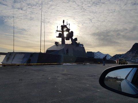Tirsdag ble denne korvetten observert ved kai i Stamsund.