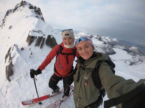 ETTER JOBB: Celin Lund jobber som HR manager og Anniken Iversen  jobber som leveranseleder i Forte Digital. De har feriert i Lofoten flere ganger og har forelsket seg i naturen.