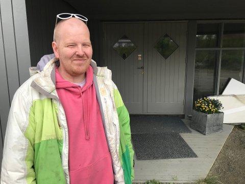 Brynjar Skjerpen hjemme på sommerferie.