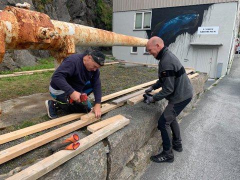 Per Olav og Ingvar er de to som har bygget inn kanonene.
