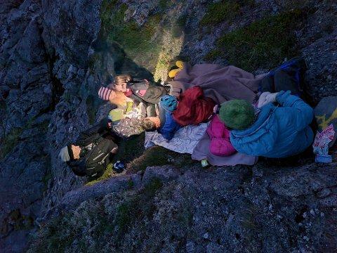 Martin Eggen, Edvard Gjernes Kongsgaard, Vilhelmine A. Gjernes Kongsgaard, Astrid D. Eggen, Stanislaw Wawrzyniak, Ylva M. Gjernes Kongsgaard og Martine Horn Gjernes deltok på havsvalemerkingen.