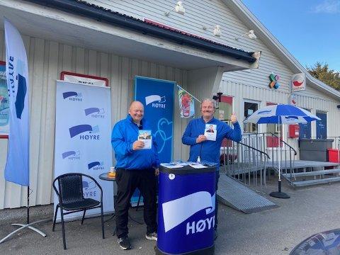 Reidar Samuelsen og Trond Handberg fra Vestvågøy Høyre på stand.