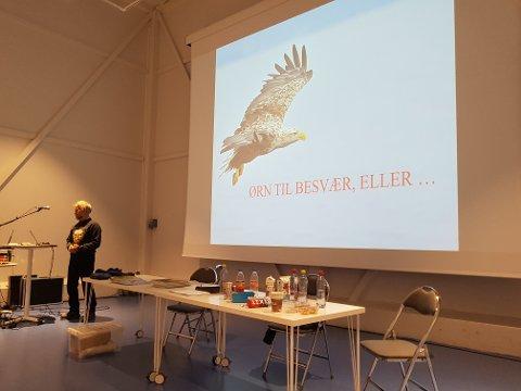 Alf Ivar Folkestad presenterer ørner på Meieriet kultursenter.