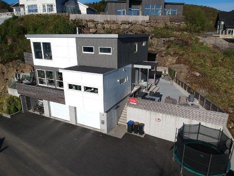 DYREST: Med en prisantydning på 6,49 millioner kroner er Neseveien 23 den dyreste boligen i Lyngdal som ligger ute for salg akkurat nå!