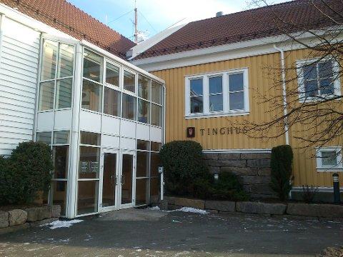 TILTALT FOR VOLD: 21-åringen må møte i Farsund tingrett i september.
