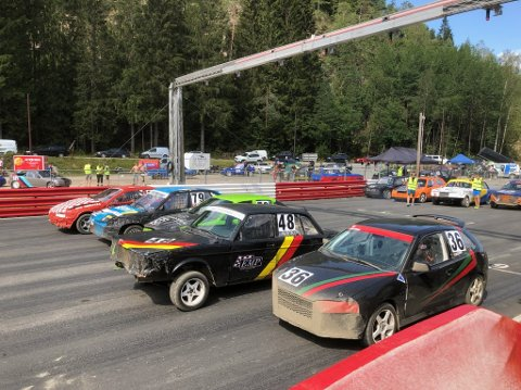 MOTORBRØL: Været skapte en fantastisk ramme rundt helgens juniorlandsfinale i bilcross på Konsmo.
