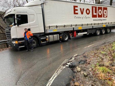 OPPGITT: Den utenlandske trailersjåføren er oppgitt over veien i Øyekleiva.