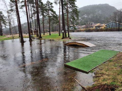 UTSATT: Arrangørene måtte se seg nødt til å avlyse frisbeegolfturneringen i dette været.