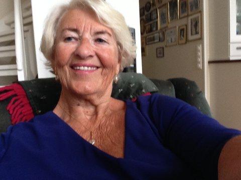 IKKE BESTEMT SEG: Else Hagen har ikke bestemt seg enda for om hun vil ta covid19-vaksinen.