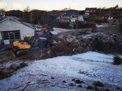 TRAFIKKVANSKER: Vann- og kloakkarbeidene i Korshamn er en omfattende jobb, har til tider skapt vansker for trafikkavviklingen.