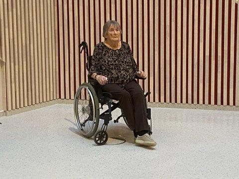 FØRSTE VAKSINE: Lillian Litland ble den første lyngdølen som tok den nye koronavaksinen.