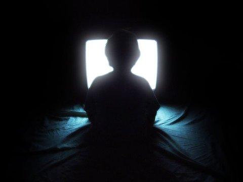 BINGE: Filmotewket lar deg strømme filmer og serier gratis, men du kan ikke drive binge watching.