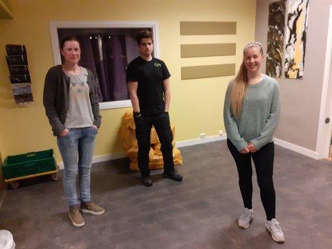 VENSTRESTYRET: Tre av de fire styremedlemmene i Lyngdal Venstre. Fra venstre Lisa W. Omland, Trond Mossmann og leder Susanne Vatland.