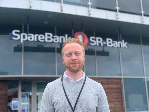UNG SJEF: Simon Stene (27) fra Lyngdal har tiltrådt som banksjef i SpareBank1 SR-Bank Flekkefjord.