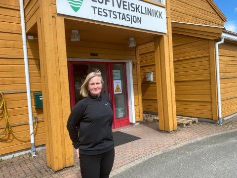 VAKSINEKOORDINATOR: Leder for vaksineteamet i Lyngdal, Åshild Gysland sier det er utfordrende å sette opp dato for vaksinering når vaksineleveransene er usikre.