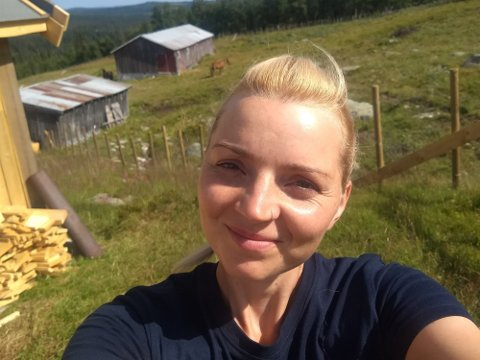 UTRADISJONELT, MEN ETTER GAMMEL TRADISJON: Margaretha Krug Aase har sommerjobb som budeia på setra!