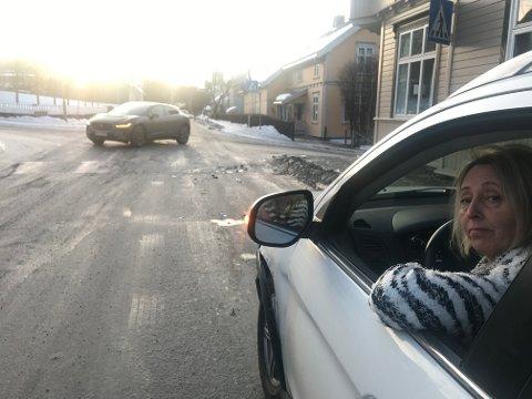 Helen Hansen fra Lillehammer var på veg til jobb da en bil seilte i henne. Bilen hennes var ikke kjørbar etterpå.