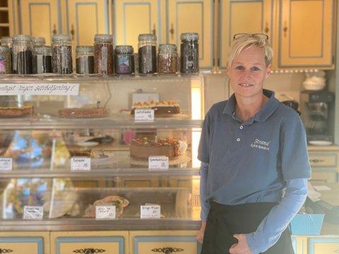Kari Anne Ringstad Sukkestad fikk ikke den starten hun hadde sett for seg i Kulturhuset Banken, men nå har hun åpnet.