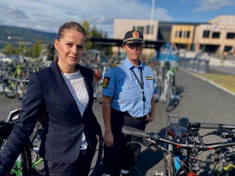 Skolen får ikke bukt med sykkelhærverk, og rektor Laila Owren samarbeider nå med politioverbetjent Ane Bræin Aas ved forebyggende team.