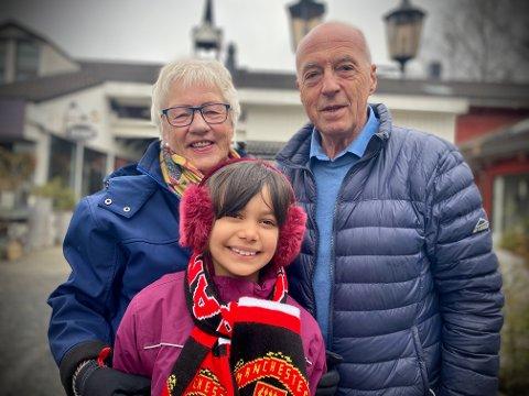 Marielle gråt sine modige tårer da skjerfet hun har fått av pappa forsvant. Men nå er påskeferien hos bestemor Torunn og bestefar Kåre reddet.