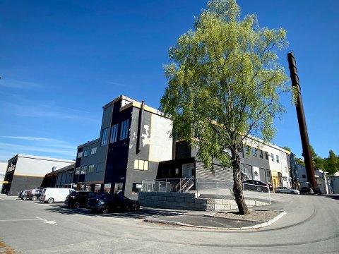 De gamle produksjonslokalene til Mesna Bruk og kartongfabrikken kan i framtiden bli et stort leilighetskompleks.