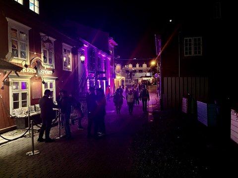 I Lillehammers egen bargate var det god stemning lørdag kveld og natt.