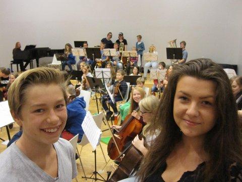 Spennende:   Vi gleder oss til søndagens store konsert, forklarte Birk Juul Aschjem og Linnea van der Weck.
