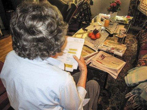 Problematisk: 95-åringen hører svært dårlig. Det fører til problemer når hun blir ringt opp av telefonselgere. Foto: Mette Eriksen