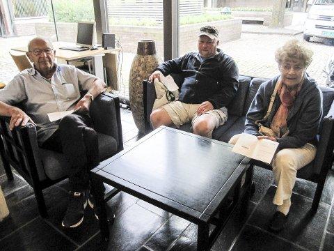 Tidlig ute: Kristian Fredrik Kruse (t.v.), Jan Harald Holmseth og Kari Behn valgte av ulike grunner å forhåndsstemme på Moss rådhus i går.