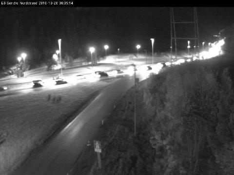 TETTER SEG: Det er jevn, men økende trafikk inn mot Oslo i morgentimene fredag. Bildet er tatt ved Søndre Nordstrand ved 06:45-tiden.