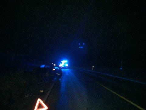 Østfold-politiet har det hektisk på morgenkvisten, og har fått inn mange meldinger om utforkjøringer i distriktet. Bildet er tatt etter at en bilist havnet utenfor veien på fylkesvei 120 i Våler.