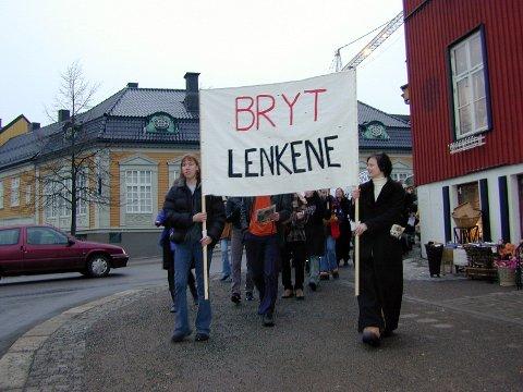 8.mars tog anført av Camilla Årvik i 2001.