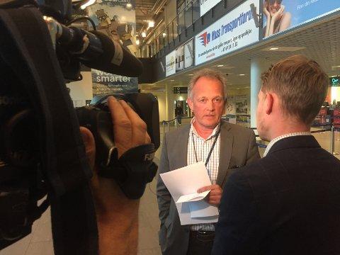 HARDE TIDER: Administrerende direktør ved Moss lufthavn Rygge, Pål Tandberg, var tydelig preget da han sist uke møtte pressen for å fortelle om styrets beslutning om nedleggelse av MLR.