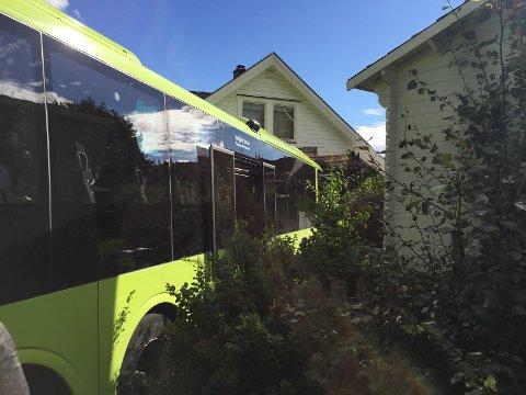 Det skal ha blitt store skadet på huset på Bøleråsen etter bussuhellet