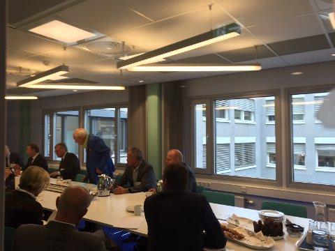 Planer: Olav Thon samlet mandag formiddag til møte for å snakke om fremtiden til Moss lufthavn Rygge.