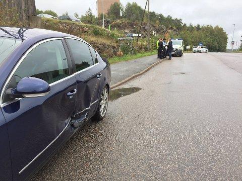 To biler smalt i hverandre i Vålerveien da én av sjåførene ikke overholdt vikeplikten.