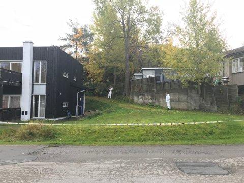 Åstedsgranskere på stedet etter knivstikkingen på Krapfoss.