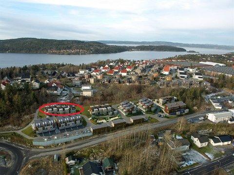SNART I SALG: Kapteinslia skal til slutt bestå av 27 leiligheter i Kaptein Storms vei på Sjøhagen. De nederste syv leilighetene er solgt og står snart klare. Leilighetene i den røde ringen legges nå snart ut for salg.