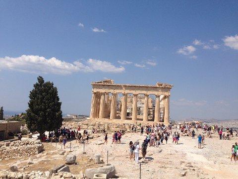 FAVORITT: Hellas er landet flest nordmenn velger å legge sommerferien til i år.