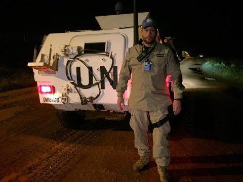 BESKYTTER SIVILE: Rolf E. Listrøm reiser hjem til jul fra Sør-Sudan hvor han beskytter sivile i borgerkrigen.