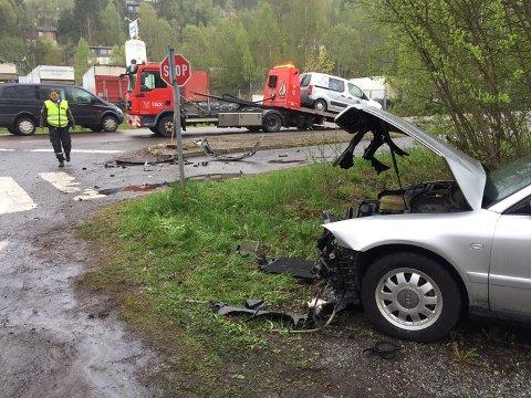 SMELL: Bilene fikk store materielle skader etter smellen.