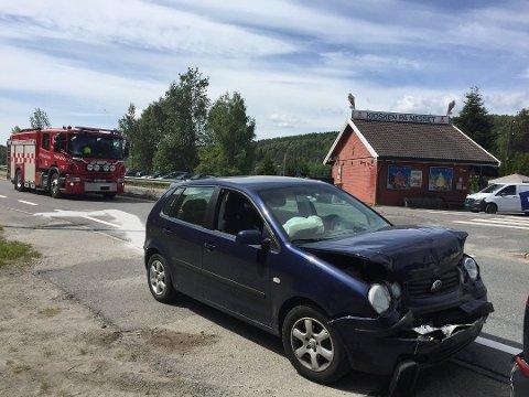 SMELL: To biler smalt i hverandre på Nesset torsdag formiddag. Politiet mener den ene føreren var uoppmerksom da bilen foran stoppet.