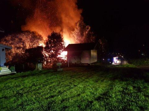 Det var i 02-tiden at det brøt ut en brann i Kirkeveien.